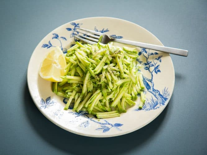Courgettes râpées en salade à l'huile d'olive et jus de - ©180°C - Photographie Camille Oger