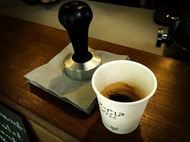 Chez cup-Cup Coffee :  bon café dépend pour 20% de la matière première, pour 30% du matériel et pour 50 % du savoir-faire.- © 180°C - Photographie Olivier Pascuito