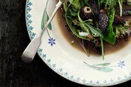 Salade tiède de morilles, mesclun et gelée parfumée