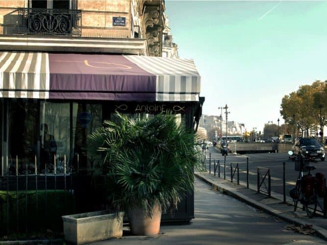 """Chez """"Antoine"""", sobriété et générosité forment un cocktail qui séduit une clientèle diverse, jeune, familiale, internationale, loin des clichés attendus du cossu 16ème arrt. où se situe le restaurant - © 180°C - Photographie Olivier Pascuito"""