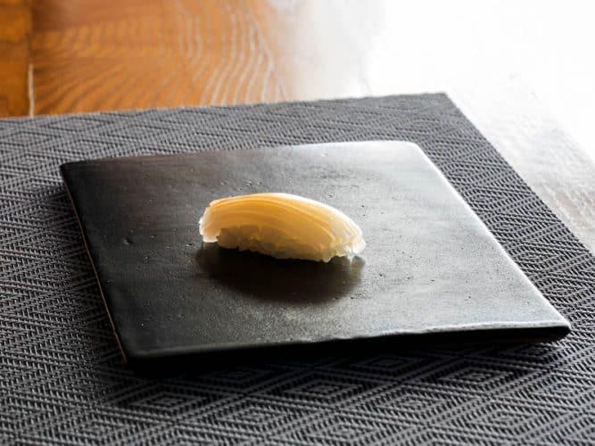 La découpe du vernis - crête, barbe et noix - © 180°C - Camille Oger