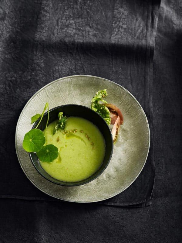 Gaspacho vert, feuilles de basilic tempura 1
