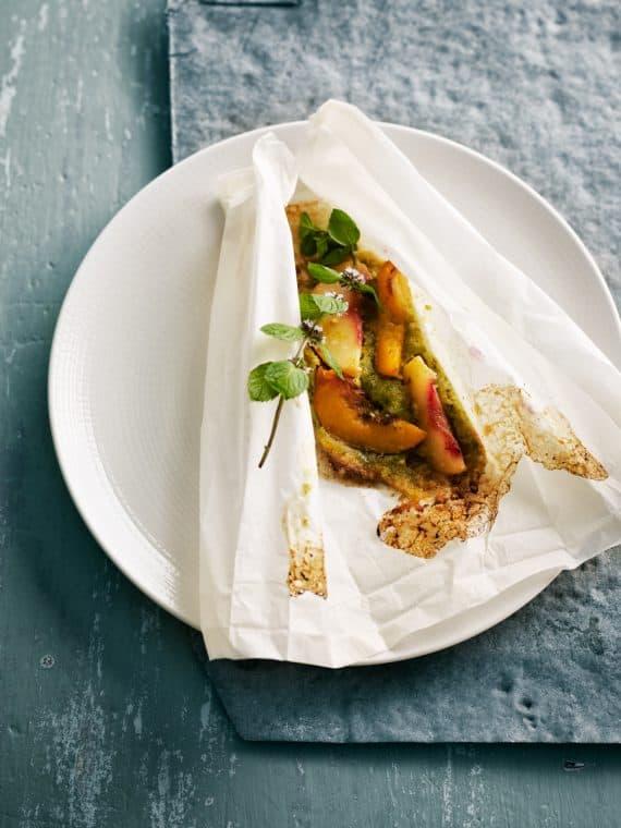 Pêches en papillote, pâte de pistaches, miel, curry et citronnelle 12