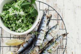 Sardines grillées et petits pois à la menthe