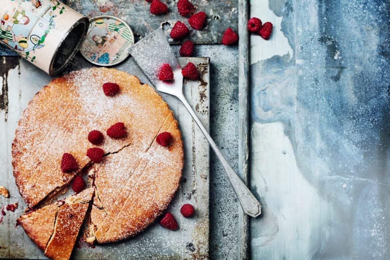 Gâteau fourré aux framboises 1
