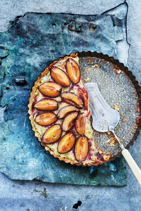 Tarte sablée aux prunes et crème de pistaches 1