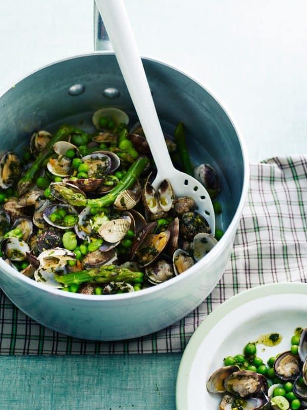 Coquillages vapeur, salade de petits légumes printaniers, pesto menthe 1