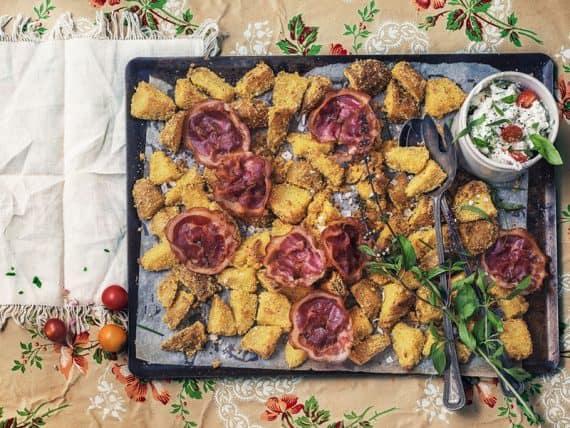 Croquettes de pommes de terre à la polenta et fromage frais aux herbes