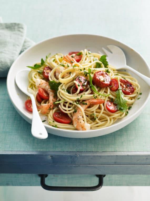 Spaghetti aux crevettes, ail, roquette, tomates confites et tomates cerise 13