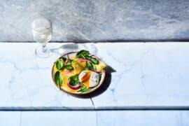 Salade d'épinards, de betterave et d'oignon rouge aux oeufs pochés 3