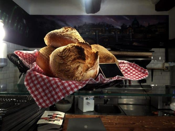 Marco-Guidi-fait-aussi-du-pain-en-fermentation-lente copie