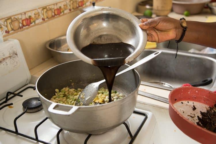 L'eau du djon djon donne un merveilleux goût au riz - et une couleur d'enfer -© 180°C - Photographie Camille Oger