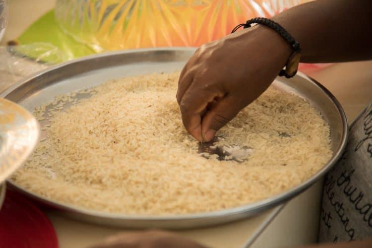 Nettoyage et tri du riz haïtien - © 180°C - Photographie Camille Oger