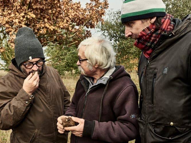 Yves Camdeborde, Jacky Mercier et Iñaki, les 3 compères réunis en ce jour de chasse à la truffe - © 180°C - Photographie Eric Fénot