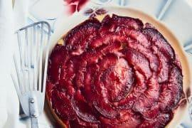 Gâteau aux pêches de vigne et sirop de verveine