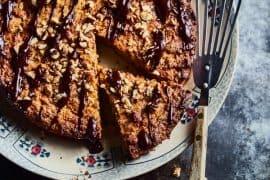 Gâteau pommes, noisettes et chocolat