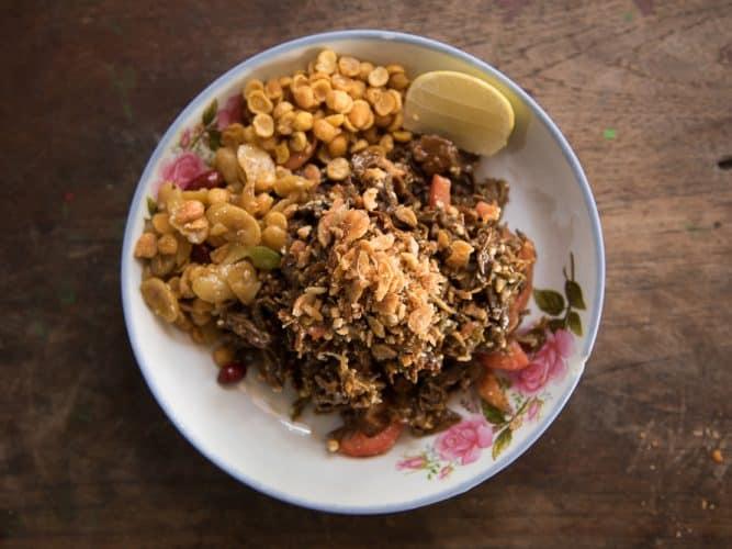 Lahpet thohk, la salade de thé complète de Yangon - © 180°C - Photographie Camille Oger