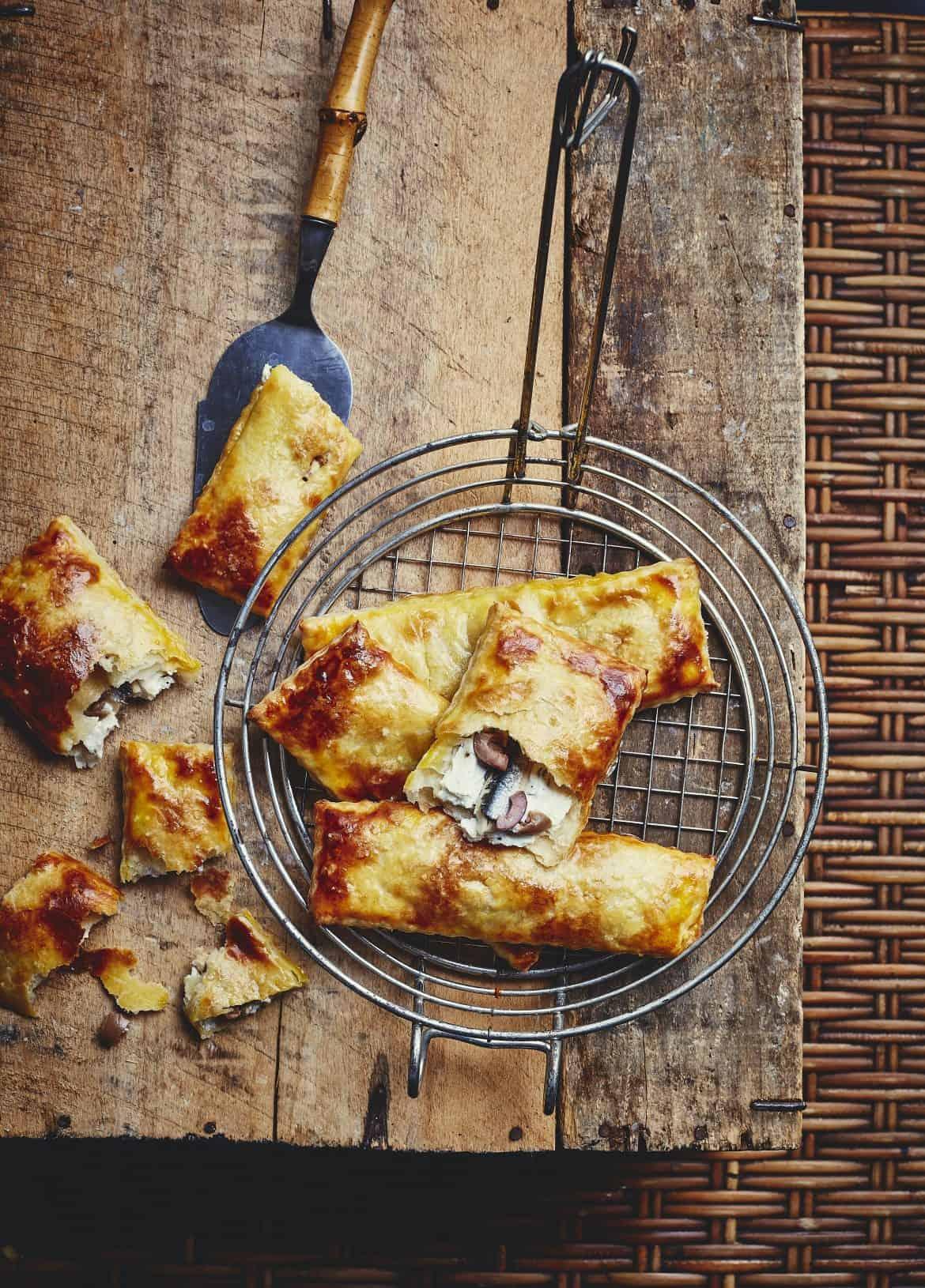 Chaussons aux anchois, olives et ricotta 1