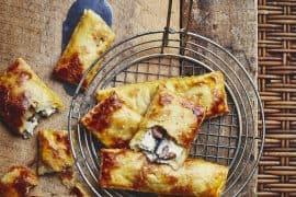 Chaussons aux anchois, olives et ricotta