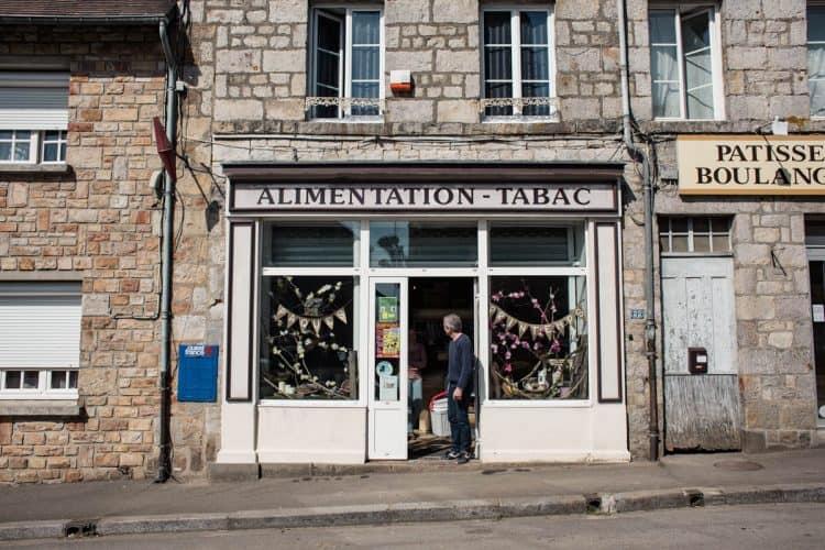 Patrick vend une partie de sa production localement, dans les crèmeries, les épiceries et les magasins bio - © 180°C - Photographie Eric Fénot
