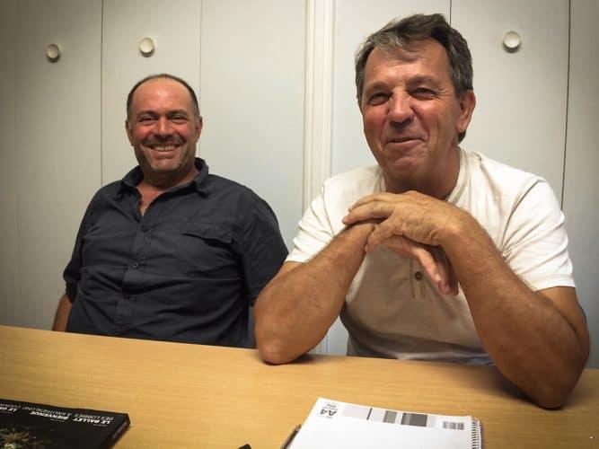 """David Galland, producteur de thym bio, et Luc Justamon, président de la coopérative """"Les Aromates de Provence"""" - © 180°C - Photographie Mayalen Zubillaga"""