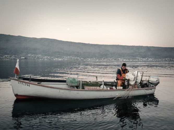 Florent Capretti, l'un des deux pêcheurs professionnels du lac d'Annecy - © 180°C - Photographie Manu Rodriguez