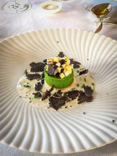 « Jardin d'hiver à la truffe, mimosa et épinard / Noisette, bourgeons, pousses champêtres et sauce blanche » - © 180°C  Photographie Manu Rodriguez