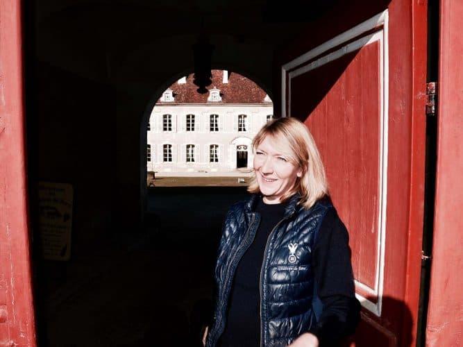 Athénaïs de Béru est une ancienne banquière d'affaires. Elle cultive désormais des vins en biodynamie sur un domaine possédé par sa famille depuis 5 siècles. - © 180°C - Photographie Manu Rodriguez