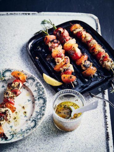 Brochettes aux abricots, poulet et romarin