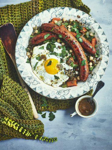 Frichti aux lentilles, merguez et œufs au plat