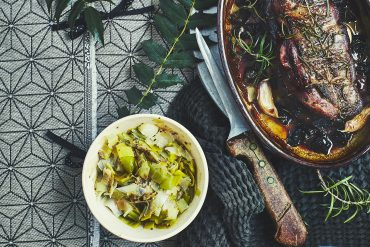 Magrets rôtis et farcis aux fruits secs et fondue de poireaux