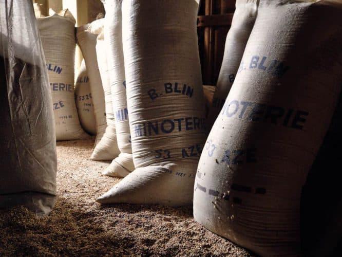 destinées à une dizaine de boulangers, à un grossiste qui les écoule essentiellement en Bretagne et enfin, dans des épiceries ou des magasins de distribution alimentaire bio - © 180°C - Photographie Eric Fénot