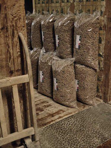 Chaque semaine, ce sont 280 kilos de pâtes qui sont produites au moulin (un peu plus de 14 tonnes par an). - © 180°C - Photographie Eric Fénot