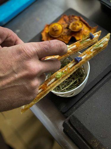 Préparation des amuses bouches régionaux - © 180°C - Photographie Manu Rodriguez