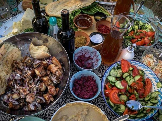 Table de fête à Artana, dehors. - © 180°C Photographie Pauline Dupin-Aymard