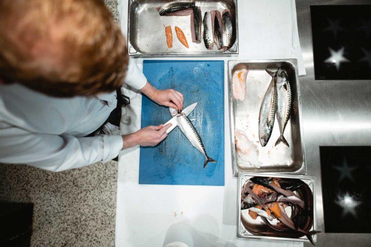 Première étape pour sublimer ces merveilles fraîchement pêchées - © Antidote Factory - Photographie Aude Bocage & Thomas Texier