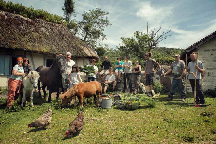 """La """"famille"""" de la ferme du bec Hellouin - © 180°C - Photographie Guillaume Czerw"""