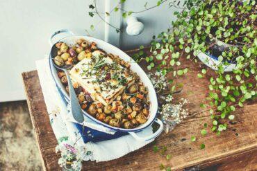 Fêta rôtie aux olives, au romarin et au thym
