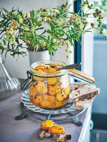 Achards de carottes nouvelles