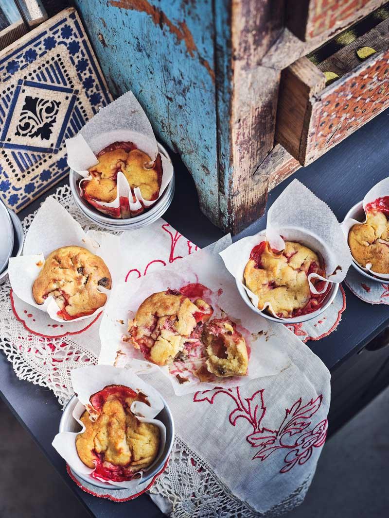 Muffins pomme, fraises et raisins secs