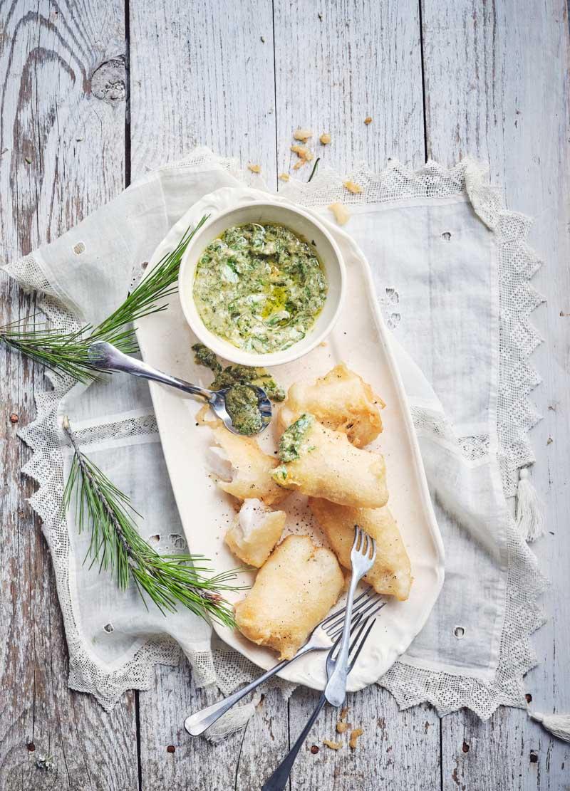 Beignets de poisson, sauce aux câpres